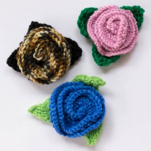 Knitted rose brooches