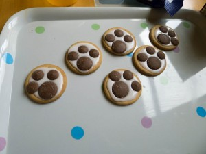 Paw-print biscuits